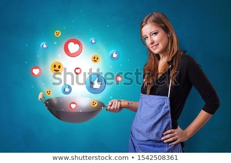 Stock fotó: Személy · főzés · közösségi · média · wok · fiatal · boldog