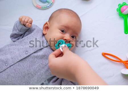 Matki strony pacyfikator baby córka macierzyństwo Zdjęcia stock © dolgachov