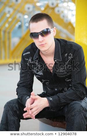Tipo gafas de sol amarillo puente peatonal hombre ciudad Foto stock © Paha_L
