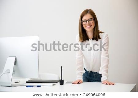 Fiatal csinos üzletasszony áll modern iroda Stock fotó © HASLOO