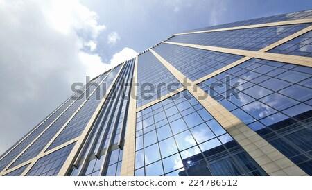 Fachada prédio comercial reflexão rua vida negócio Foto stock © meinzahn