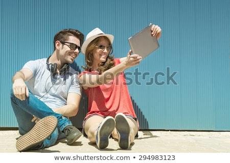 glimlachend · aantrekkelijk · jonge · vrouw · tablet · grijs - stockfoto © dolgachov