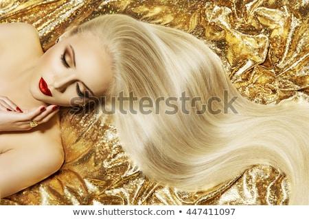 Poseren blond vrouw lang krulhaar witte Stockfoto © julenochek