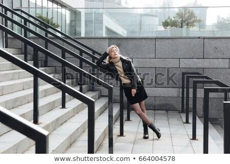 Grave giovani signora esterna Foto d'archivio © deandrobot
