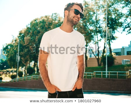 Boldog üzletember póló figyelmeztetés zenét hallgat fülhallgató Stock fotó © deandrobot