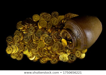ouro · pote · completo · moedas · de · ouro · isolado · branco - foto stock © orensila
