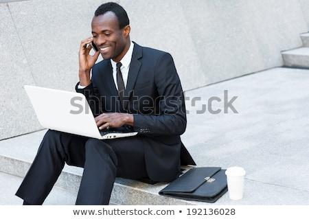 Zijaanzicht jonge zakenman koffiekopje mobiele telefoon permanente Stockfoto © wavebreak_media