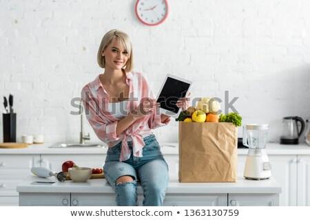 Stock fotó: Szőke · nő · tál · étel · száj · reggeli · egyensúly