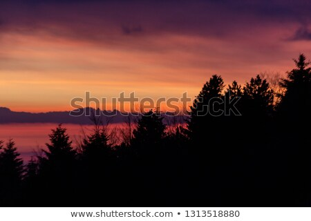 Foto stock: Rojo · anochecer · hermosa · puesta · de · sol · detrás · cielo