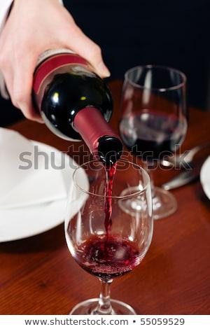 Camarera botella copas de vino vino de trabajo retrato Foto stock © IS2