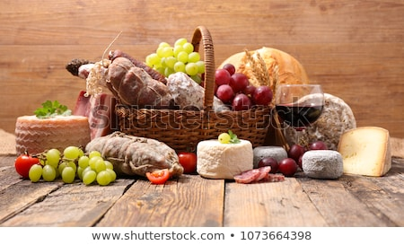 cesta · queso · salami · de · uva · fondo - foto stock © m-studio