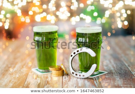Gözlük yeşil bira at nalı altın madeni tatil Stok fotoğraf © dolgachov
