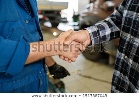 Współczesny młodych pracownika naprawa samochodów usługi stałego Zdjęcia stock © pressmaster
