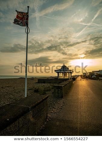 Brit zászló promenád repülés tenger elöl Stock fotó © jsnover