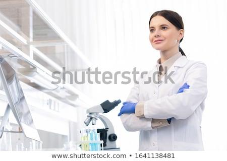 Tudós visel laborköpeny dolgozik kutatás teszt Stock fotó © snowing