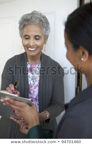 Foto stock: Sorridente · senior · mulher · assinatura · atraente · documento