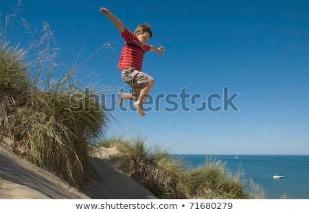 Nino saltar duna jóvenes caucásico Foto stock © bigandt