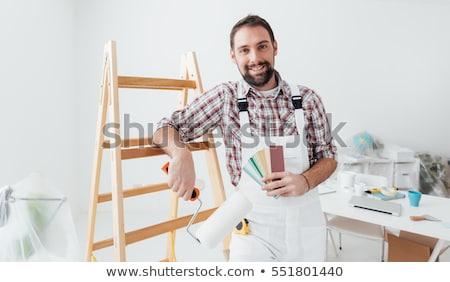 Glimlachend schilder werknemer man schilderij borstel Stockfoto © Kurhan