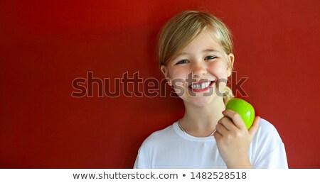 kicsi · piros · zöld · alma · közelkép · almafa - stock fotó © dashapetrenko