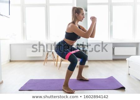 Weerstand training vrouw model schoonheid gymnasium Stockfoto © cboswell