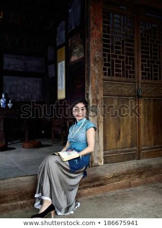 женщину старомодный одежды цветы вечеринка портрет Сток-фото © photography33