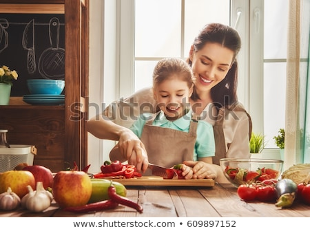 Család konyha friss gyümölcs saláta gyönyörű kislányok Stock fotó © dashapetrenko