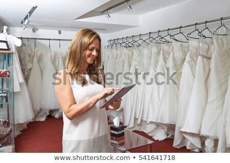 Kobiet sklepu właściciel cyfrowe tabletka Zdjęcia stock © HighwayStarz
