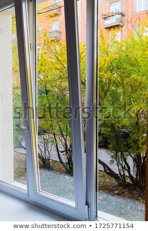 Houten huis groene plastic Windows blauwe hemel Stockfoto © pixelsnap