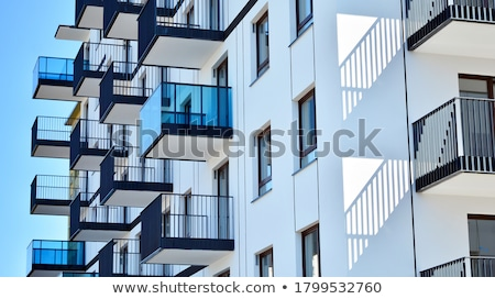 Pormenor edifício moderno ponto de fuga edifício urbano vermelho Foto stock © gewoldi