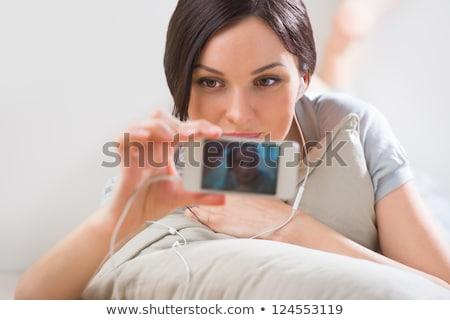 genç · kadın · zemin · telefon · çekim · ev - stok fotoğraf © HASLOO