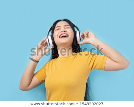Giovane ragazza sorridere telefono cuffie Inghilterra musica Foto d'archivio © Aitormmfoto