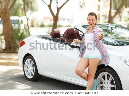 ストックフォト: 小さな · 幸せ · 女性 · 立って · キー · 手