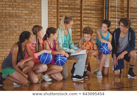 Homme coach mentorat lycée enfants basket-ball Photo stock © wavebreak_media