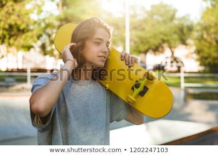 Fotó fiatal görkorcsolyázó fickó lezser visel Stock fotó © deandrobot