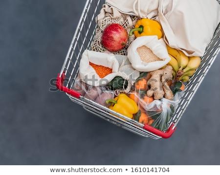 Winkelwagen vruchten peulvruchten geïsoleerd witte blad Stockfoto © Kurhan