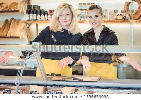 Dwa ser Licznik oferowanie towary przyjazny Zdjęcia stock © Kzenon