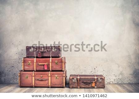 Edad equipaje marrón maleta abandonado sucia Foto stock © Stocksnapper