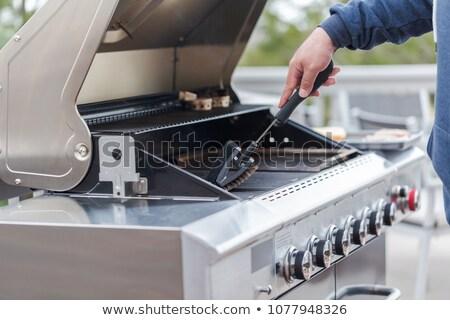 Schoonmaken bbq grill gras ouderen persoon Stockfoto © jeremywhat
