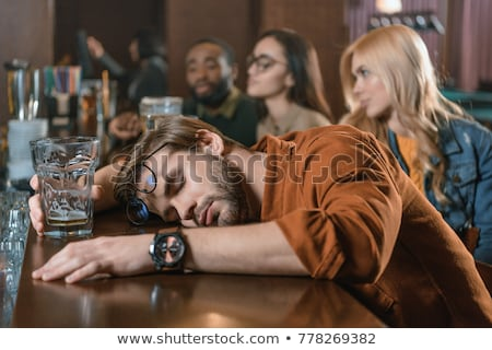 dronken · man · roken · sigaret · permanente · triest - stockfoto © smithore