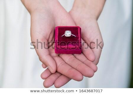 comprometido · casal · anel · de · diamante · jovem · feliz · de · mãos · dadas - foto stock © arenacreative