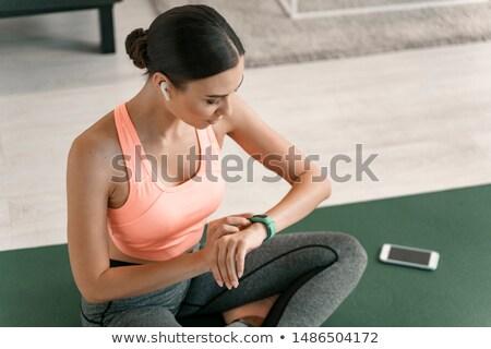 Feliz mulher jovem atividade fitness ginásio mão Foto stock © deandrobot