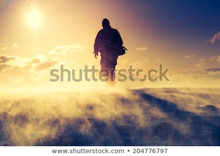 genç · ayakta · uçurum · mavi · gökyüzü · İngiltere · açık · havada - stok fotoğraf © is2