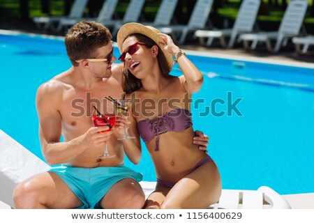 glimlachende · vrouw · zonnebril · strohoed · vrouw · glimlach - stockfoto © wavebreak_media