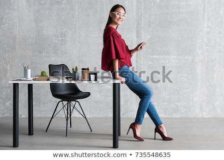 Genç kız ayakta tablo ofis güzel Stok fotoğraf © Traimak