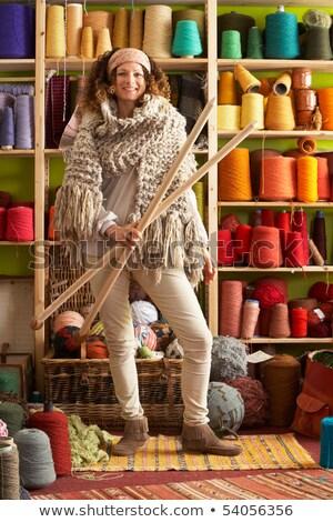 Stok fotoğraf: Kadın · örgü · eşarp · ayakta · iplik