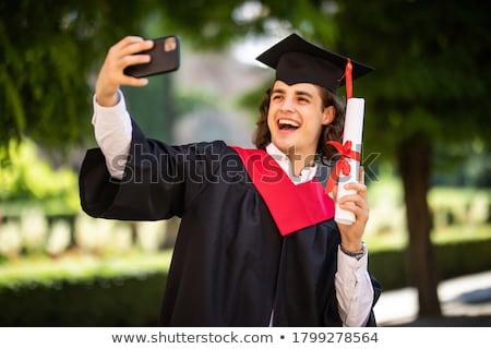 afgestudeerden · mobieltje · onderwijs · afstuderen · mensen - stockfoto © dolgachov