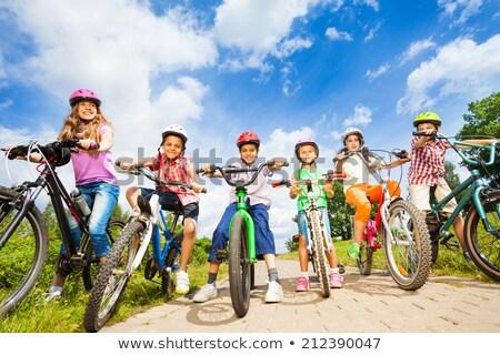 compagno · bikes · giovani · felice · Coppia · equitazione - foto d'archivio © pressmaster