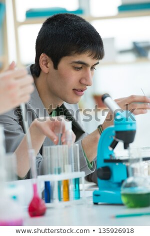 masculino · estudante · trabalhando · microscópio · diferente · escolas - foto stock © HASLOO