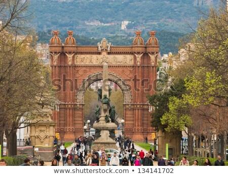 Pessoas caminhada triunfo arco Barcelona céu Foto stock © Nejron