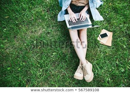 park · gelukkig · jonge · vrouw · beschikbaar · koffiekopje - stockfoto © Fisher